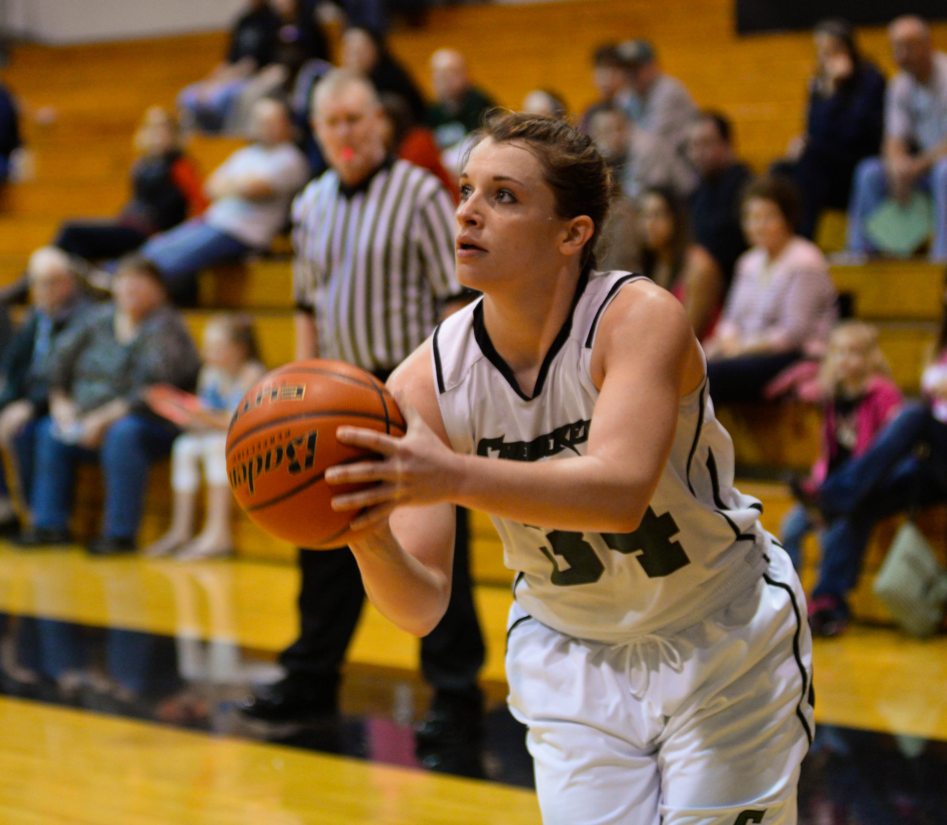 Jessica Darras, second-year wing sets up for a shot from the perimeter Saturday against the Umpqua Riverhawks.